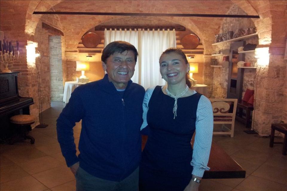 Gianni Morandi visita Ascoli Piceno e il 100 Torri